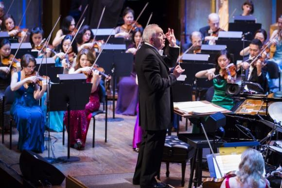 Los Angeles Philharmonic: Bramwell Tovey - Mozart Under The Stars at Hollywood Bowl